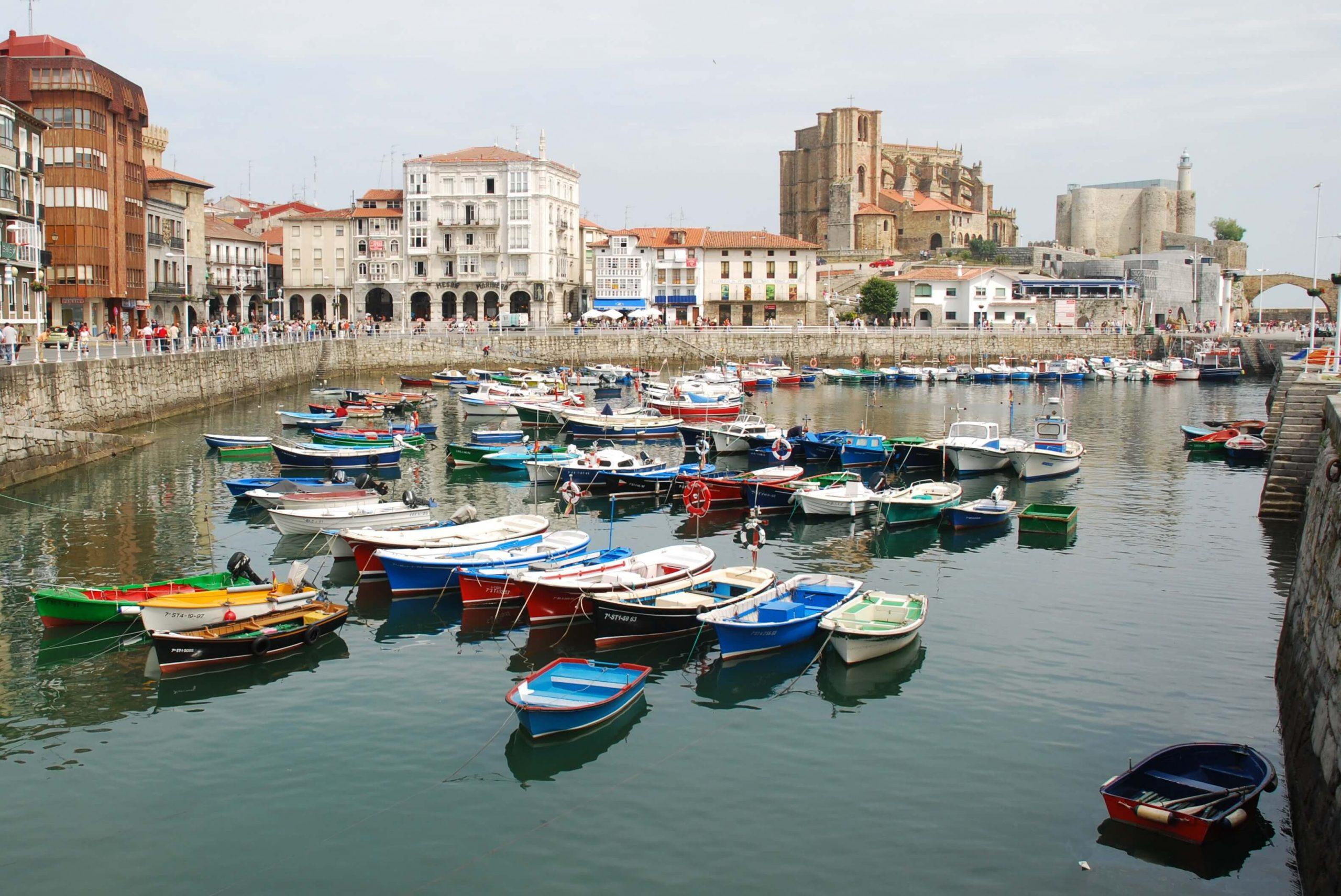 Castro Urdiales Cantabria puerto