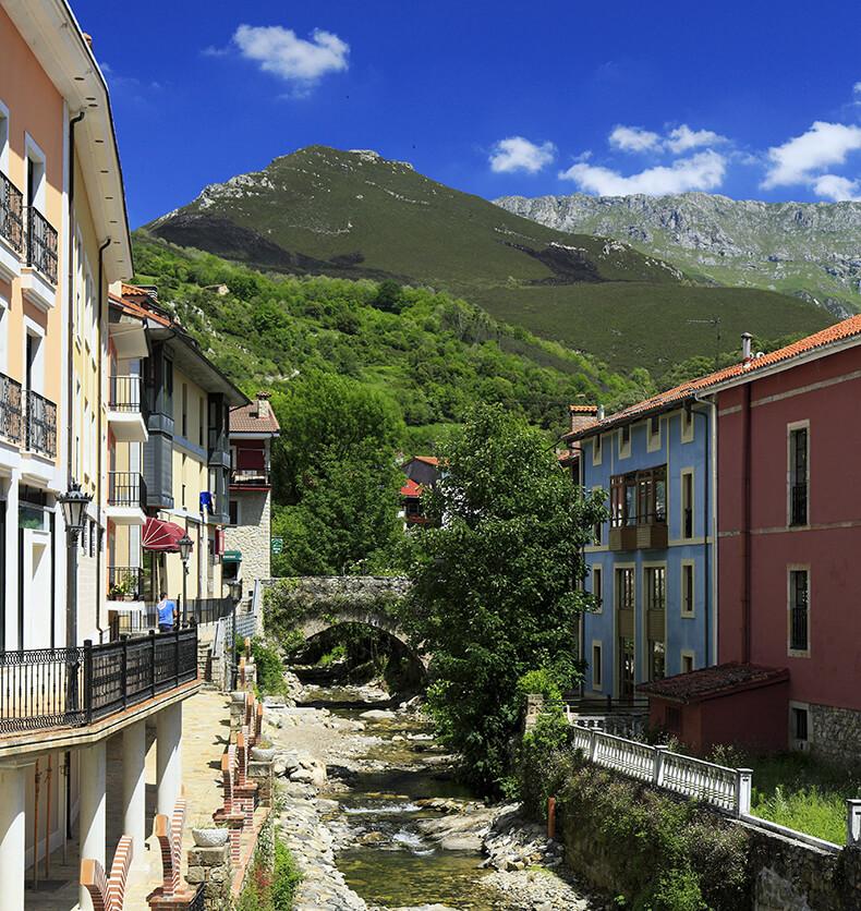 Arenas de Cabrales Asturias río