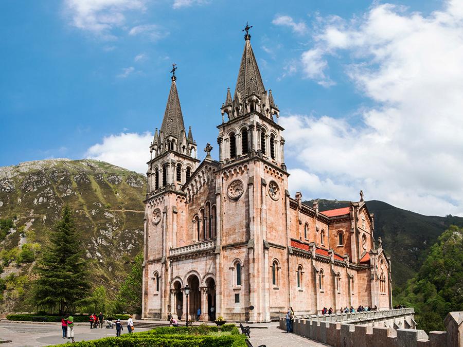 Cangas de Onís Basílica de Santa María la Real de Covadonga