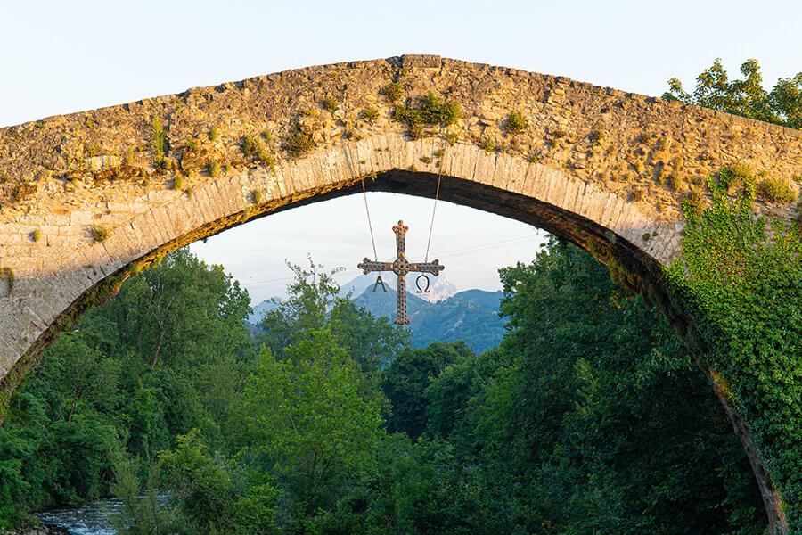 puente romano de Cangas de Onís Cruz