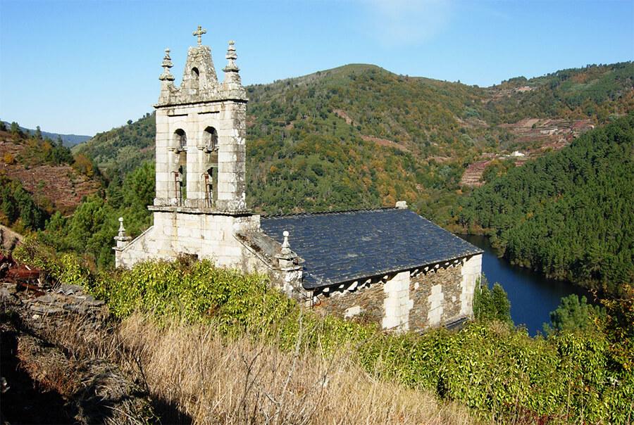 Iglesia de San Xoán da Cova, una de los muchos templos románicos en los Cañones del Sil. José Antonio Gil Martínez (Flickr)