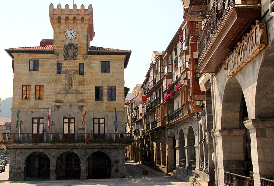 Castro Urdiales plaza del ayuntamiento