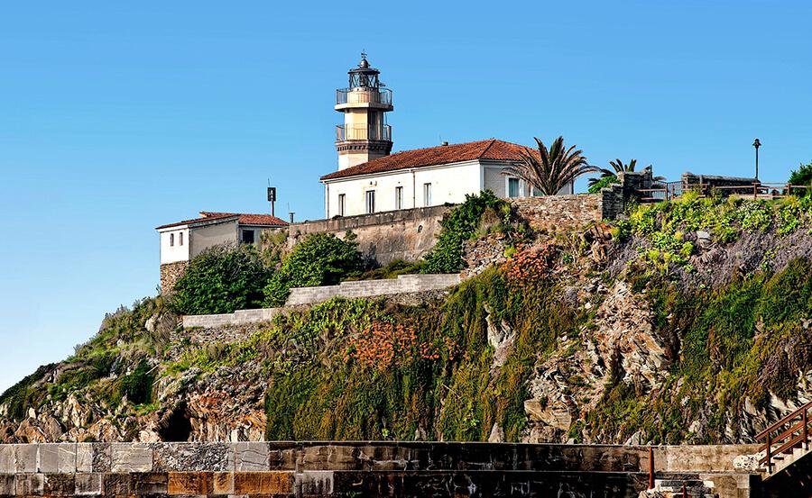 faro de Cudillero en Asturias