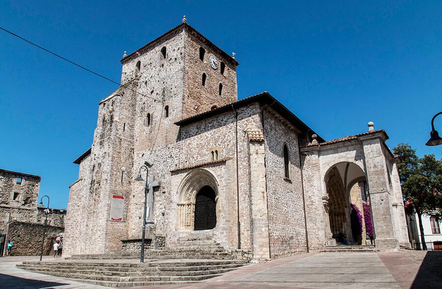 Basílica de Santa María en Llanes
