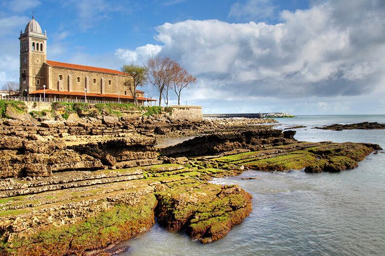 iglesia santa maría en Luanco