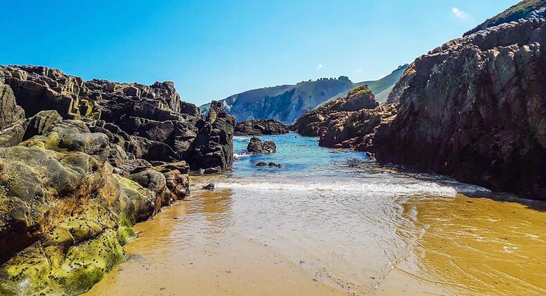 playa de la franca, una de las mejores playas de Asturias