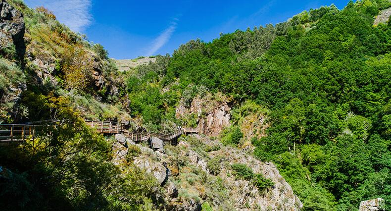 pasarelas del río Mao en Parada de Sil