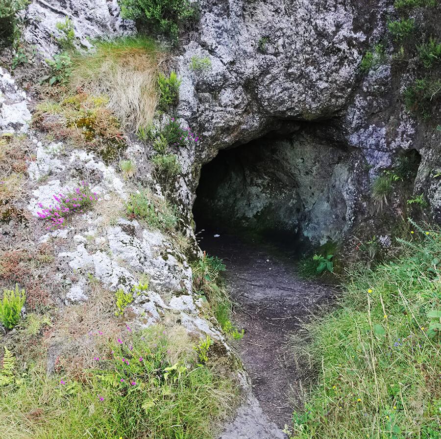 Pico Sacro cuevas mitología