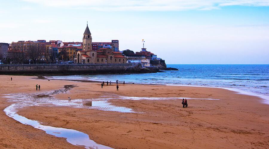 playa de San Lorenzo Gijón Asturias