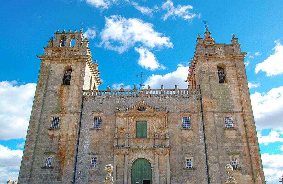 catedral miranda do douro en portugal en los arribes del duero