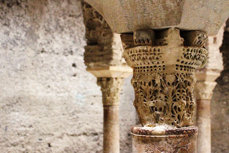 El Bañuelo Granada columnas de mármol