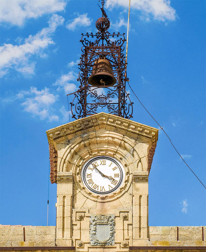torre del reloj del ayuntamiento de Fermoselle