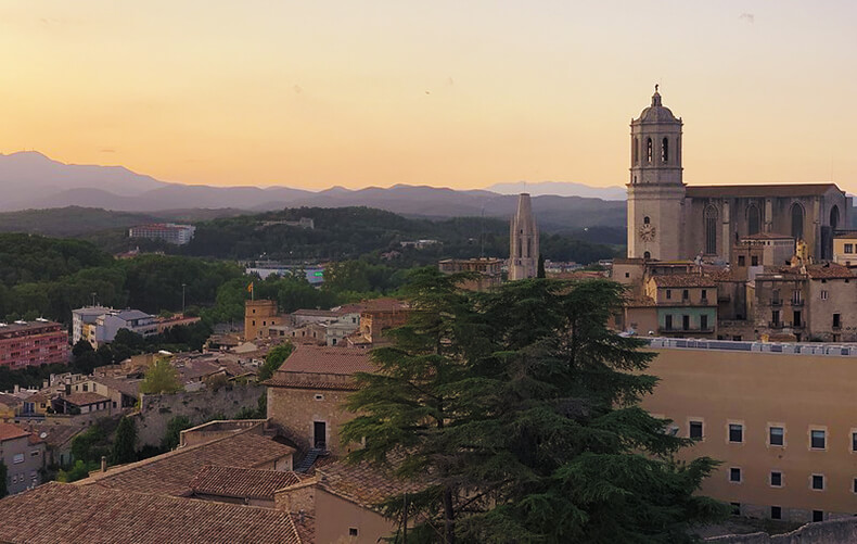 atardecer en la muralla de Girona