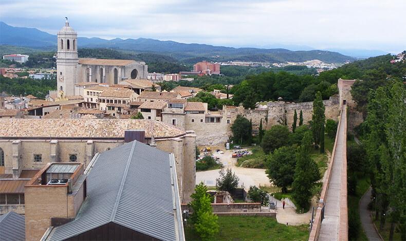 muralla de Girona y catedral