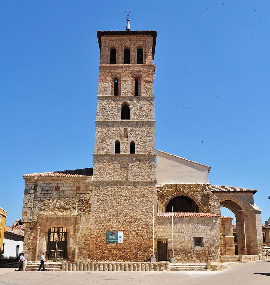 Paredes de Nava Palencia iglesia de San Juan