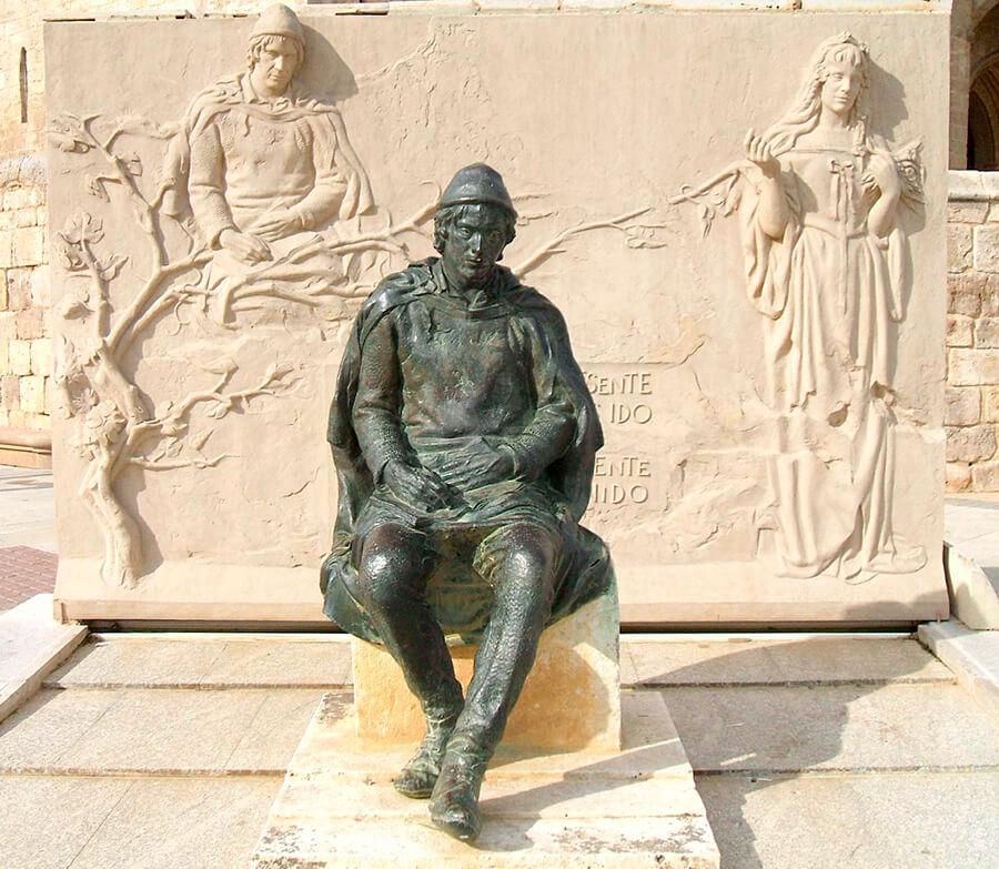 Monumento a Jorge Manrique Paredes de Nava Palencia