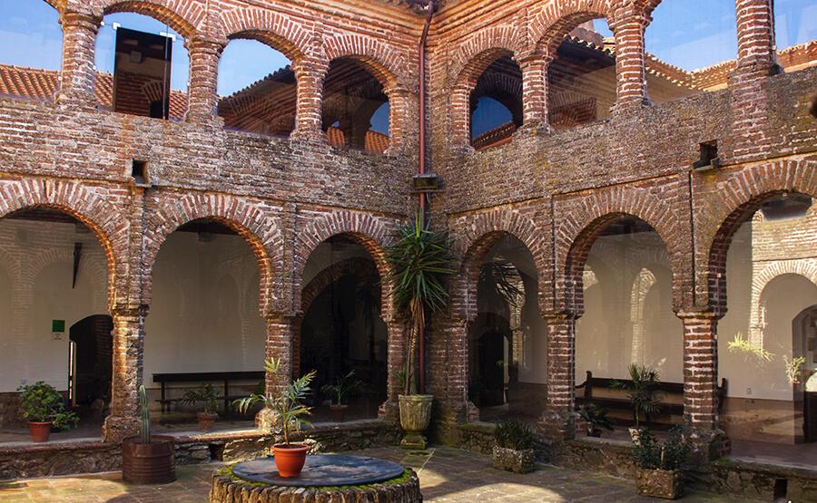 monasterio de Tentudía Badjoz claustro mudejar