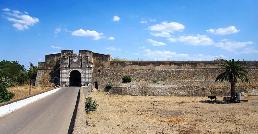 puerta muralla abalaustrada olivenza badajoz